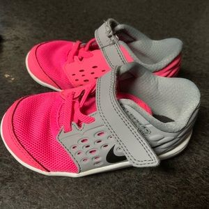 Toddler girls Nike's